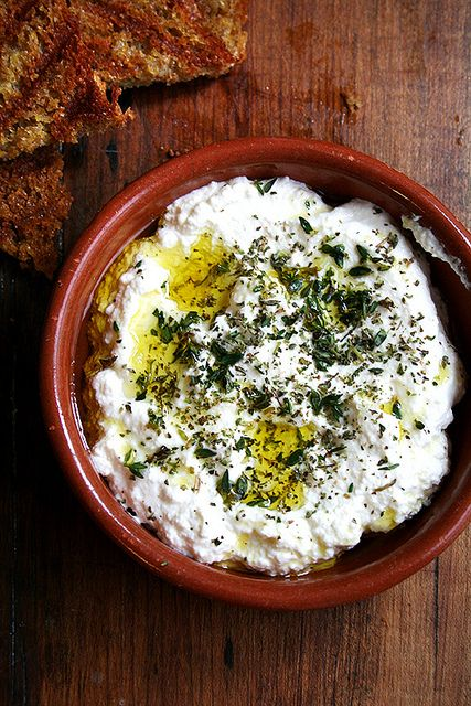 Homemade ricotta with thyme, olive oil and grilled bread