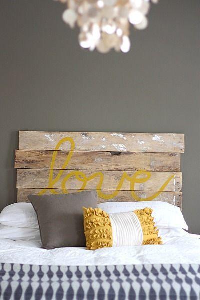 Tête de lit en palette à faire soi-même http://www.homelisty.com/meuble-en-palette/