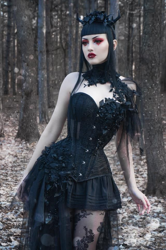 Model, MUA: Obsidian Kerttu Welcome to Gothic and Amazing |www.gothicandamazing.com