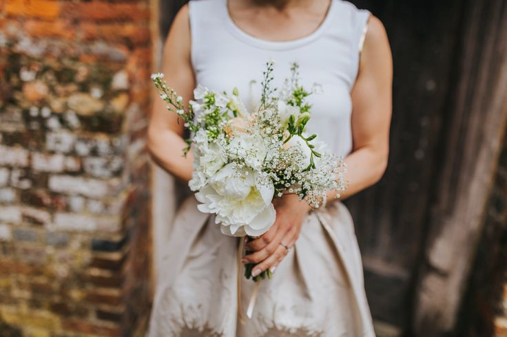 Lovely bridesmaid bouquet by Eclectic Bliss Events. Photo by Benjamin Stuart Photography #weddingphotography #bridesmaid #weddingflowers #handtiedbouquet #countryflowers