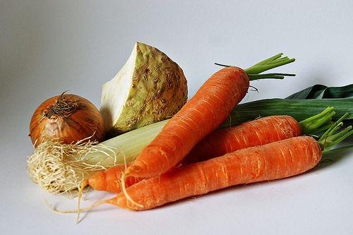 """Von wegen """"Reste in den Bio-Müll"""": Diese fünf Gemüse wachsen wieder nach."""