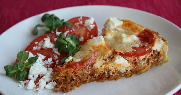 En god och enkel köttfärspaj smaksatt med tomat, vitlök, oregano och fetaost. Paj är godast med en fräsch sallad till, gärna en med ännu mer...