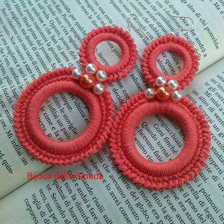 Orecchini doppio cerchio color corallo... i love crochet