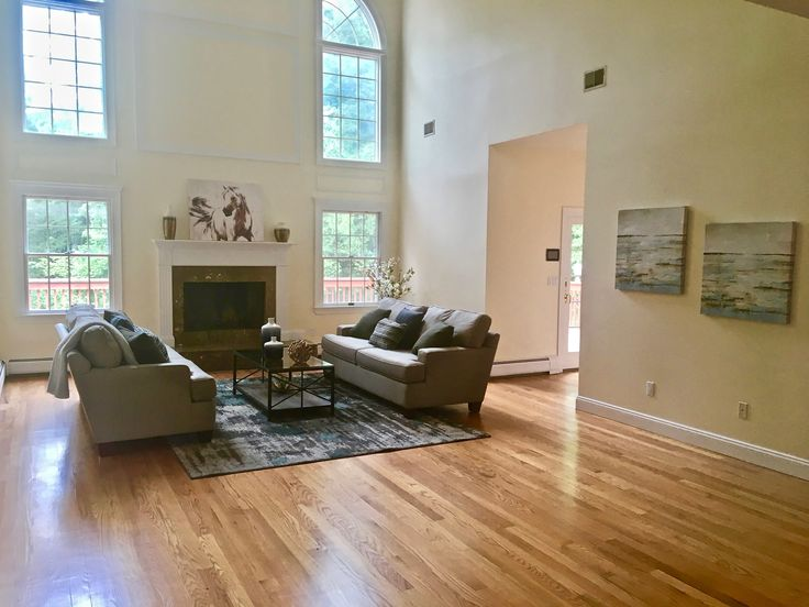 Staging of vacant foreclosed $1.1 million home in Franklin Lakes NJ generated lots of positive feedback from agents and buyers.