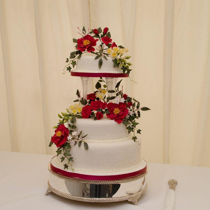 Suffolk Wedding, a beautiful traditional wedding cake