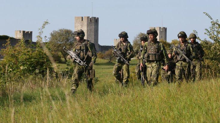 Le gouvernement suédois a annoncé jeudi le rétablissement de la conscription militaire, supprimée en 2010, pour combler les besoins de recrutement de l'armée. Le réarmement de la Russie voisine ne serait pas étranger à cette décision.