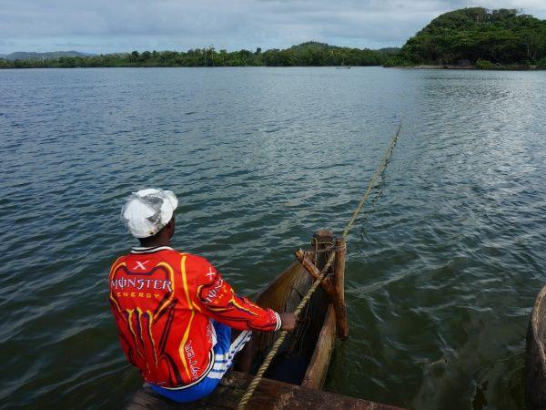 River crossing betwen Ampanavoana and Fampotakely 005.jpg