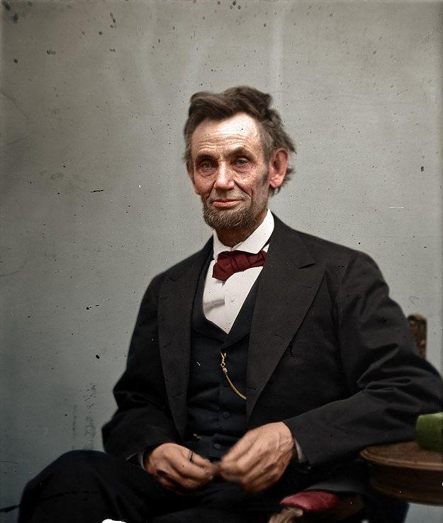 Abraham Lincoln fotografiado por Alexander Gardner, tomada en febrero de 1865. | 20 Fotos históricas mostradas con colores extraordinarios