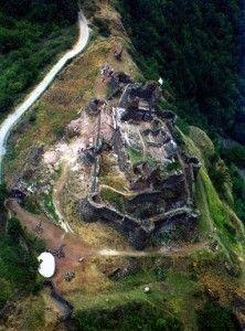Het kasteel #CalmontdOlt is gelegen op een strategische locatie, bovenop een hoge rots. Kijk voor meer informatie over deze, en andere bezienswaardigheden in Zuid-Frankrijk op www.zonnigzuidfrankrijk.nl !