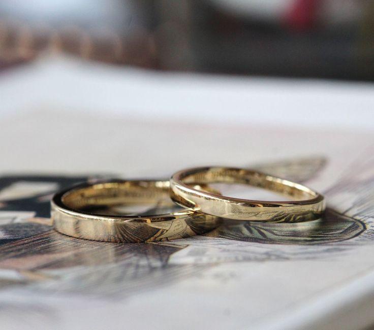 平打ちのゴールドリング 男性はストレートフォルム。 女性は、リングの半分に緩やかなカーブをつけたフォルムでお仕立てしました。  [結婚指輪 マリッジリング オーダーメイド K18 Gold marriage wedding bridal ring ith]