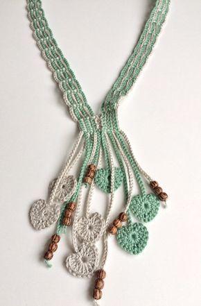 Colar em crochet com missangas e corações by GabyCrochetCrafts