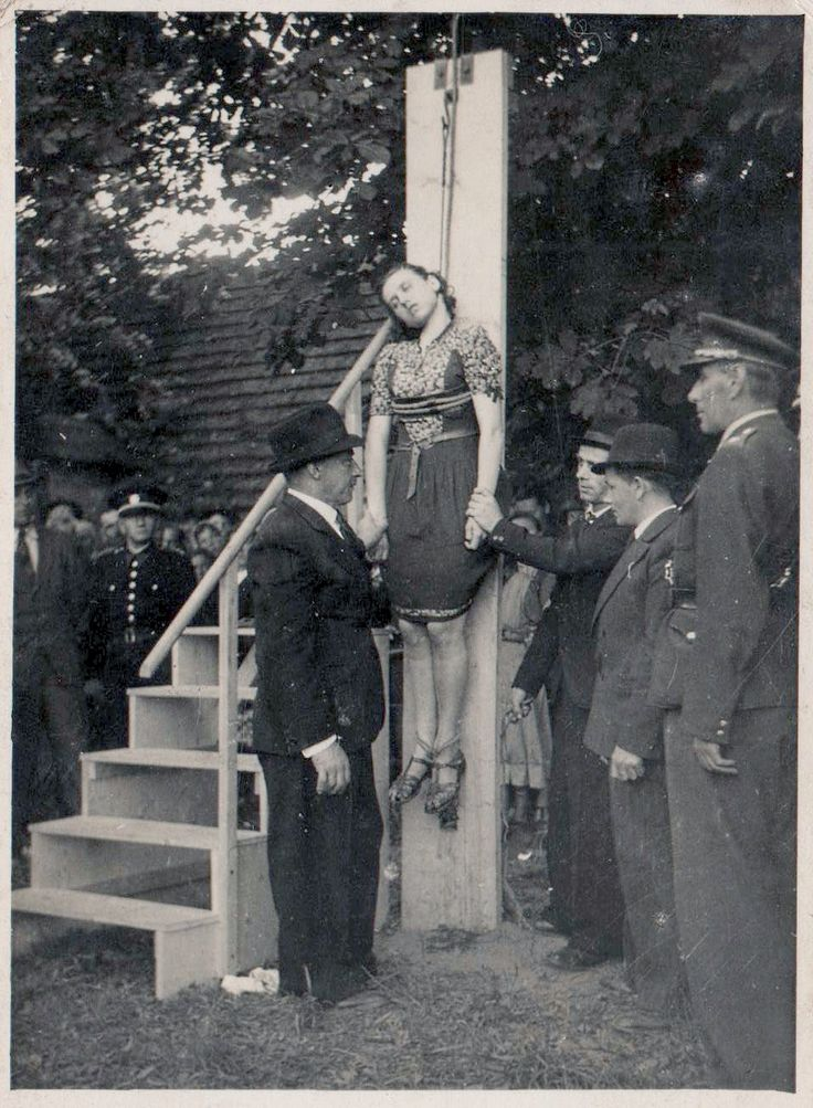 chronic of an american execution To be hanged, drawn and quartered was from 1352 a statutory penalty in england for men convicted of high treason, although the ritual was first recorded during the reign of king henry iii (1216–1272).