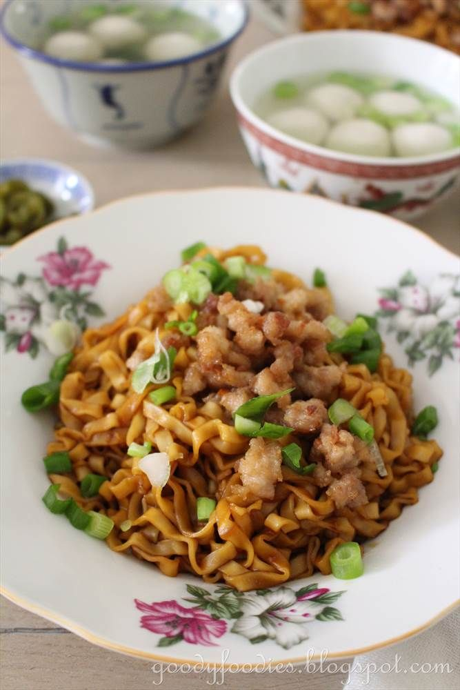 GoodyFoodies: Recipe: Dry Minced Pork Noodle with Fishballs
