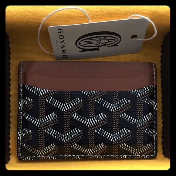 Authentic goyard card holder 100% authentic. Comes with box and tag. Used. Still in great condition. Very hard to acquire. Goyard Bags
