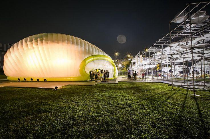 International Community Arts Festival (ICAF) haalt Singapore's pop-up theater naar Rotterdam. Theatergezelschap Drama Box maakt een internationaal debuur. Het theater heeft een maand lang over zee gereis om hier in Rotterdam op te zetten. Het is een droom die uitkomt. ICAF wordt om de drie jaar georganiseerd en is het grootste community arts festival ter wereld.