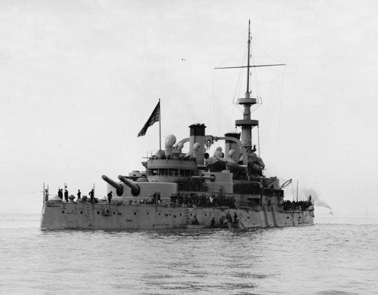 USS Massachusetts (BB-2)  - corazzata classeIndiana Caratteristiche generali Dislocamento10.288 Lunghezza125,1 m Larghezza24,7 m Pescaggio8,5 m Velocità16,21 nodi  (30,02 km/h) Equipaggio586 Armamento Armamento 4 cannoni da 330/35 mm 8 cannoni da 203/35 mm 6 cannoni da 152/40 mm (rimossi nel 1908) 12 cannoni da 76/50 mm (aggiunti nel 1910) 20 cannoni da 57 mm 20 cannoni da 57mm