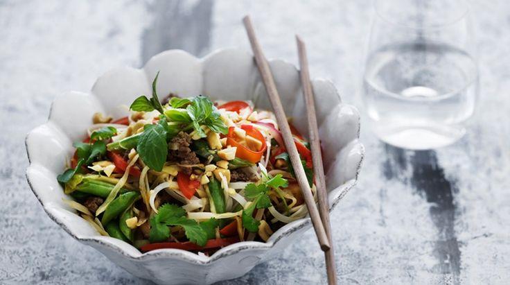 Thailandsk risnudelsalat med hakket oksekød