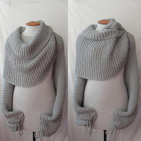 De lange grijze sjaal/omslagdoek met mouwen aan beide uiteinden verandert in een trui in een handomdraai. Deze eenvoudige ontwerp maakt een gewaagde verklaring die kan worden gedragen op verschillende manieren: Als sjaal, trui of wrap. U kunt het dragen met alles wat u graag: favoriete jurk, t-shirt, shirt, etc. U kunt om te fantaseren! Ik overhandigen deze sjaal met dikke zachte garen die uit 100% Acryl bestaat breien. Er zijn naden op beide mouwen. Omslagdoek pin (op fotos) is niet te…