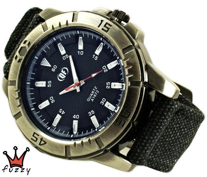 Ανδρικό ρολόι σε μαύρο και ασημί χρώμα.  Λουράκι απο καραβόπανο σε μαύρο. Καντράν47 mm.