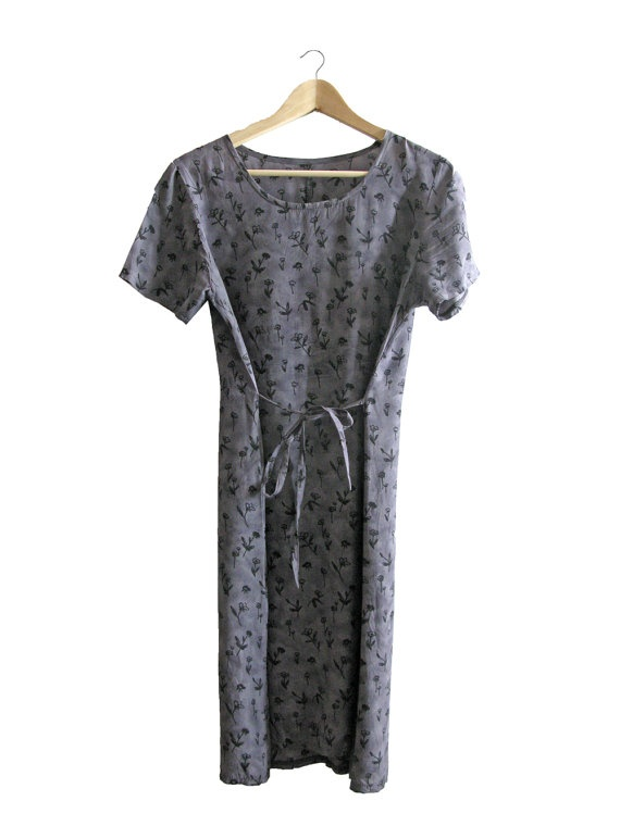 Grey Floral Long Dress - short sleeved - 1990. $30,00, via Etsy.