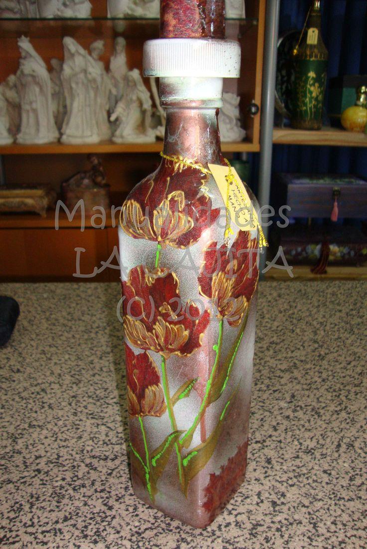 Botella de cristal con decoupage y filigranas doradas en relieve sobre fondo frost hielo - Botellas de cristal decoradas ...