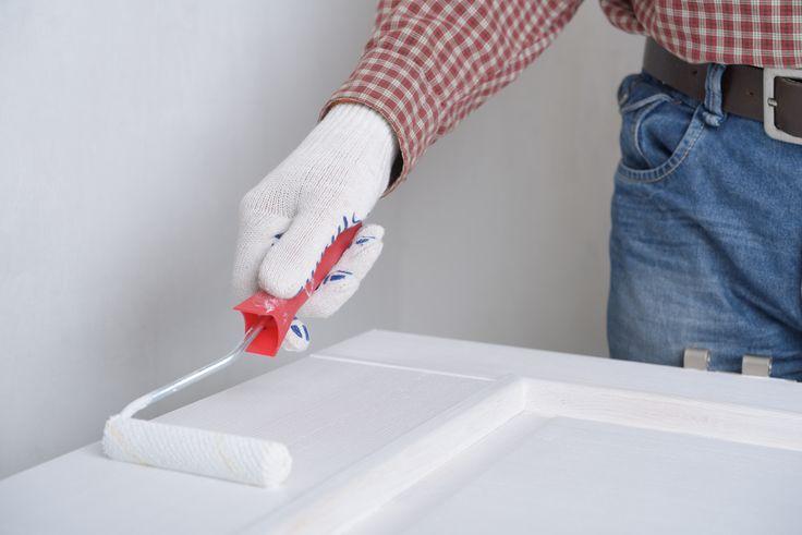 Tous les conseils et astuces pour peindre une porte et son encadrement. Découvrez les deux méthodes étapes par étapes et de nombreux conseils.