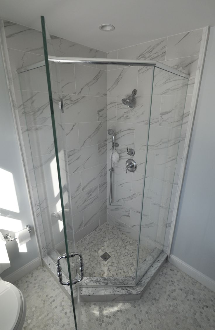 Neo Angle Shower with Frameless Shower Doors and Shower Wand