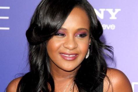 Bobbi Kristina, la fille de Whitney Houston, est sortie du coma. - soirmag.be
