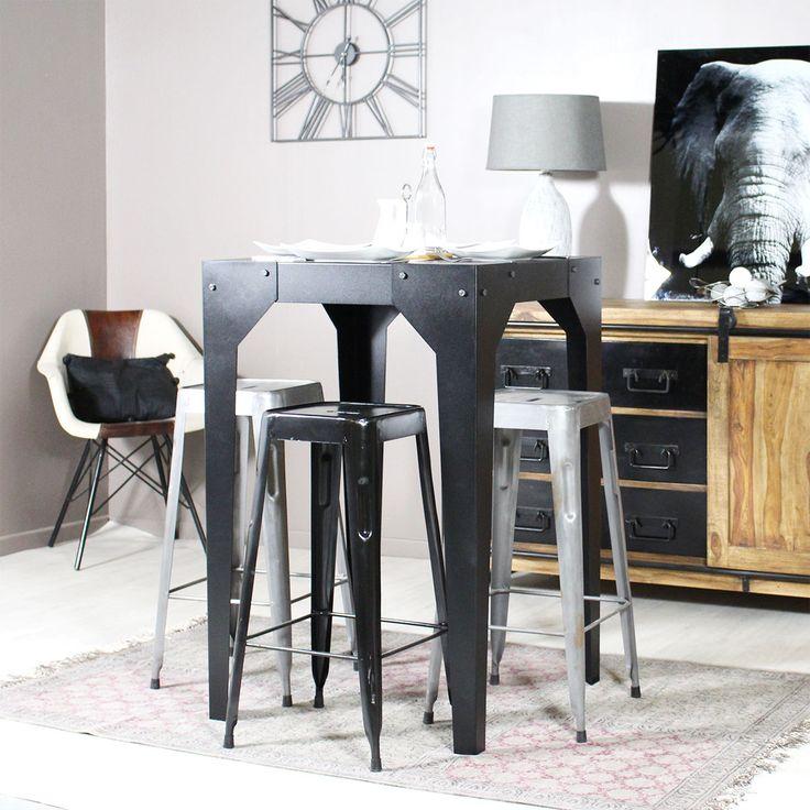 Cette table mange debout Made in France est constituée entièrement de métal noir. Au design industriel, cette table est très tendance !