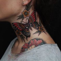 tatuajes de mariposas cuello