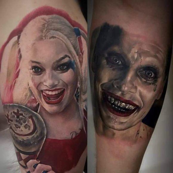 Tattoos #04: 25 Novas Imagens da CulturaPop #tattoo #tatuagem #arlequina #harleyqueen #coringa #joker #comicstattoo #tattoogamer #superherotatoo #geektattoo #nerdtattoo #PipocaComBacon