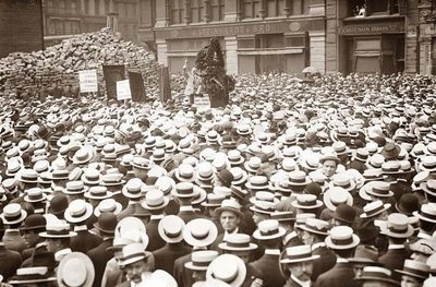 Union Square Crowd  1914 in Union Square in New York City. Pictured is a crowd listening to an anarchist speaker. (from Old Picture of the Day blog)