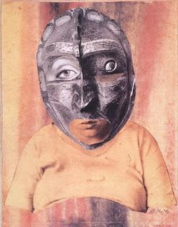 Mutter (1930),  Sua opção pela fotomontagem, reconstruindo imagens de revistas, um meio de comunicação de massa, foi de encontro ao questionamento da arte, proposto pelo movimento dadaísta.