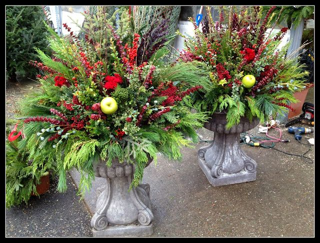 Fall winter outdoor planters flower arrangements for Outdoor planter ideas
