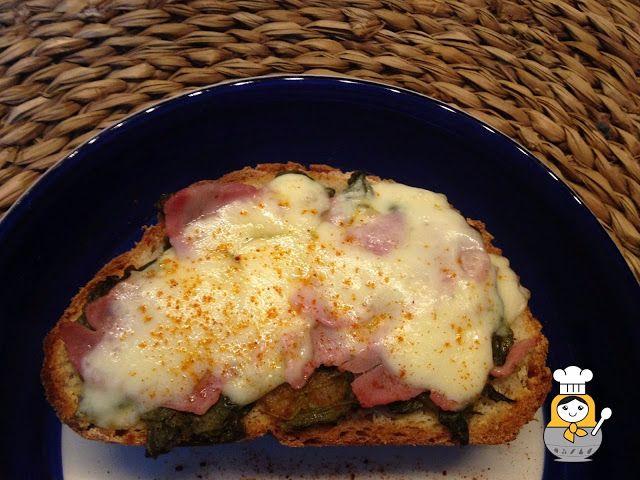 Tosta de grelos, lacón y queso tetilla - Vuelta y Vuelta