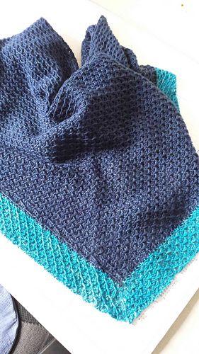 Jeanels ist ein beidseitig tragbares leicht asymmetrisches dreieckiges Tuch.