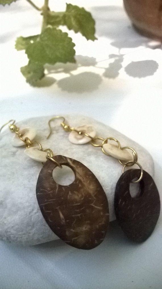 orecchini pendenti legno cocco e osso di madreperls su Etsy