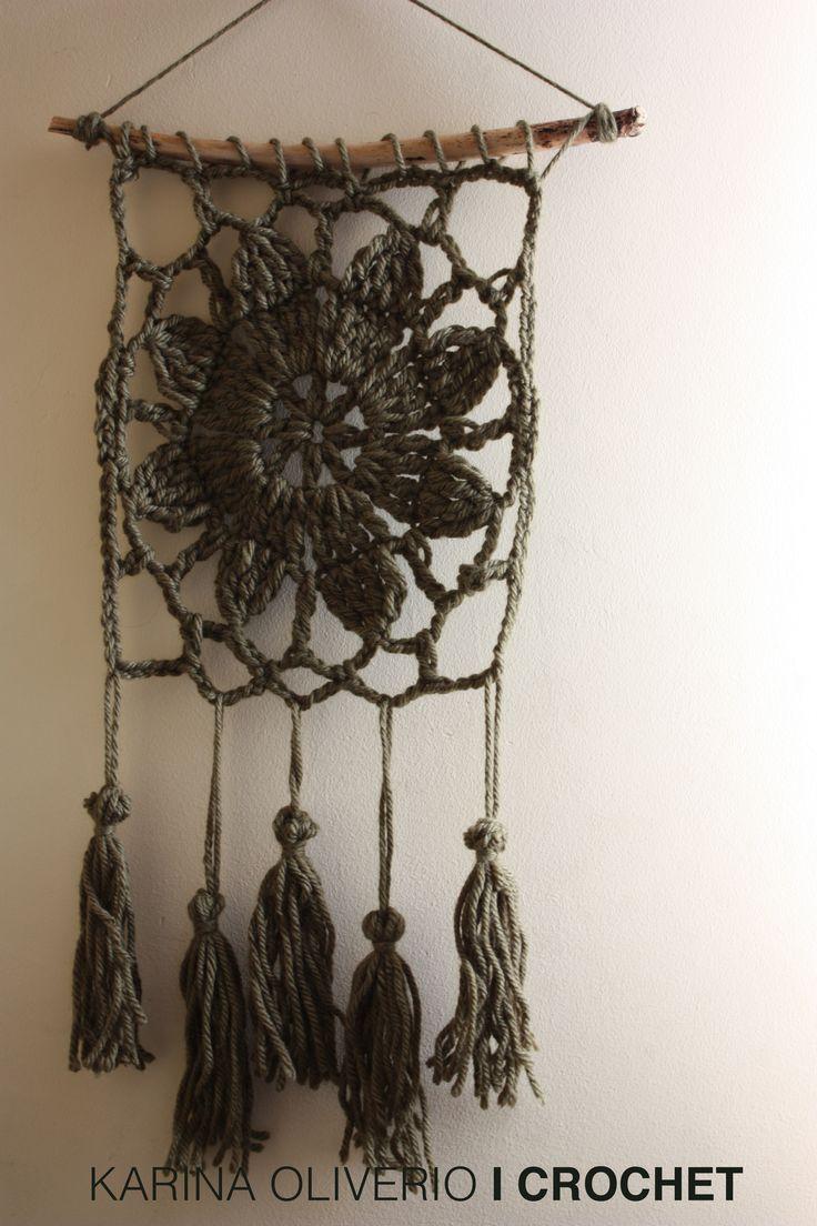Crochet wall hanging pattern. Tapiz tejido a crochet con patrón.