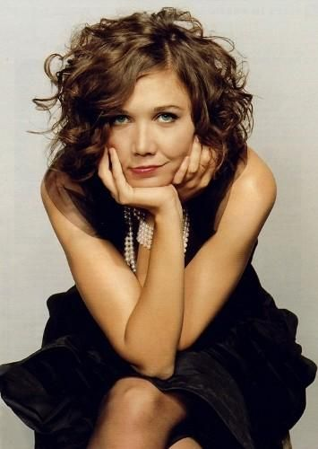 I love Maggie Gyllenhaals unconventional beauty and easy style.