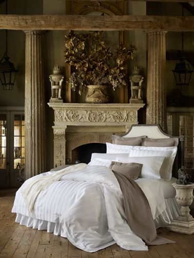 SFERRA's latest addition to their Giza 45 bedding collection--the chic and classic jacquard-woven Stripe, made in Italy.