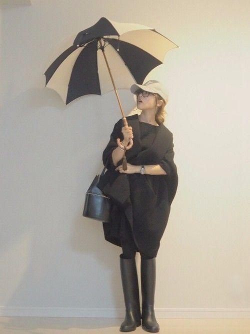 「台風接近中。雨の日もかわいく対策しよう。レインブーツを履いた雨の日コーデ!」 - ZOZOTOWN