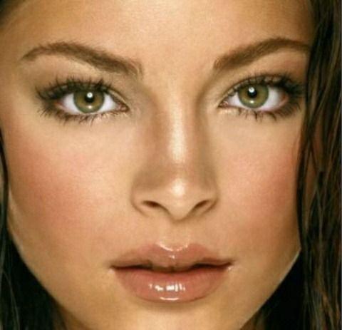 Subtiele make up bruin haar en groene ogen
