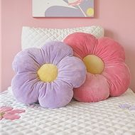 Daisy Flower Pillow - these would be fun to have in a play room or bedroom.  Lrg for floor pillows??