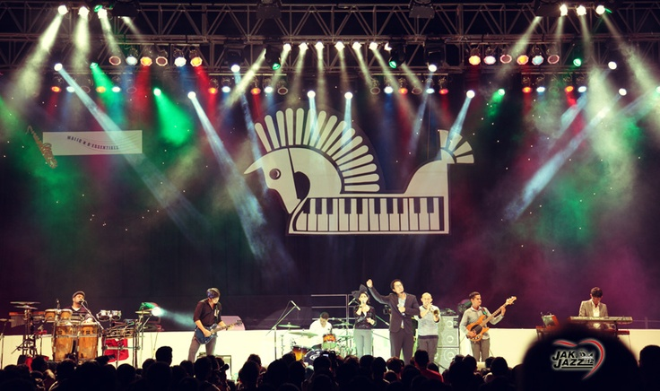 Maliq & d'essentials at JakJazz2012