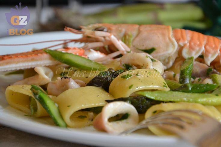 Calamarata con scampi e asparagi