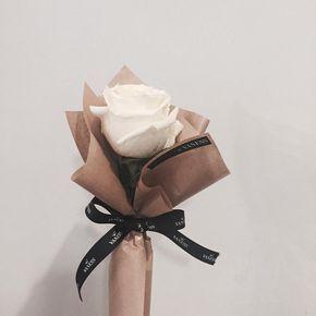 #꽃 #꽃스타그램 #플라워 #플라워스타그램 #flower #flowerstagram #바네스 #바네스플라워 #vaness #vanessflower  포장이 더 예뻤던 미니다발.