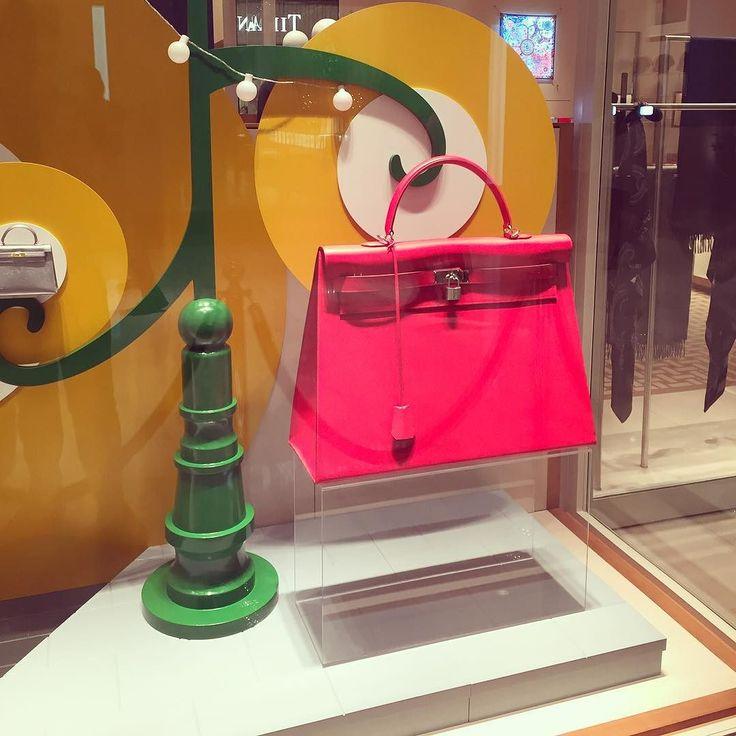 Noche de #inauguración abre sus puertas la nueva #boutique de @hermes en @palaciodehierro con la emblemática bolsa #Kelly #bag #HermesMexico #palaciodehierro #elpalaciodelospalacios #kellydoscope #hermes