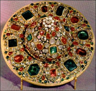 Royal Dish Cover - Iranian National Royal Jewels: The dish cover is made of solid gold. Eight pearls surrounding a diamond decorate the very top of the dish cover. The rest of item is studded with emeralds, spinels, diamonds and rubies.