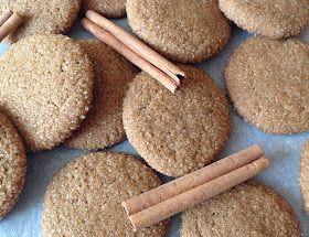 Tyhle skořicovo-zázvorové sušenky jsou hezky křupavé s krystalky cukru na povrchu, přitom ale měkké a lehce žvýkavé uvnitř. Voní po skořic...