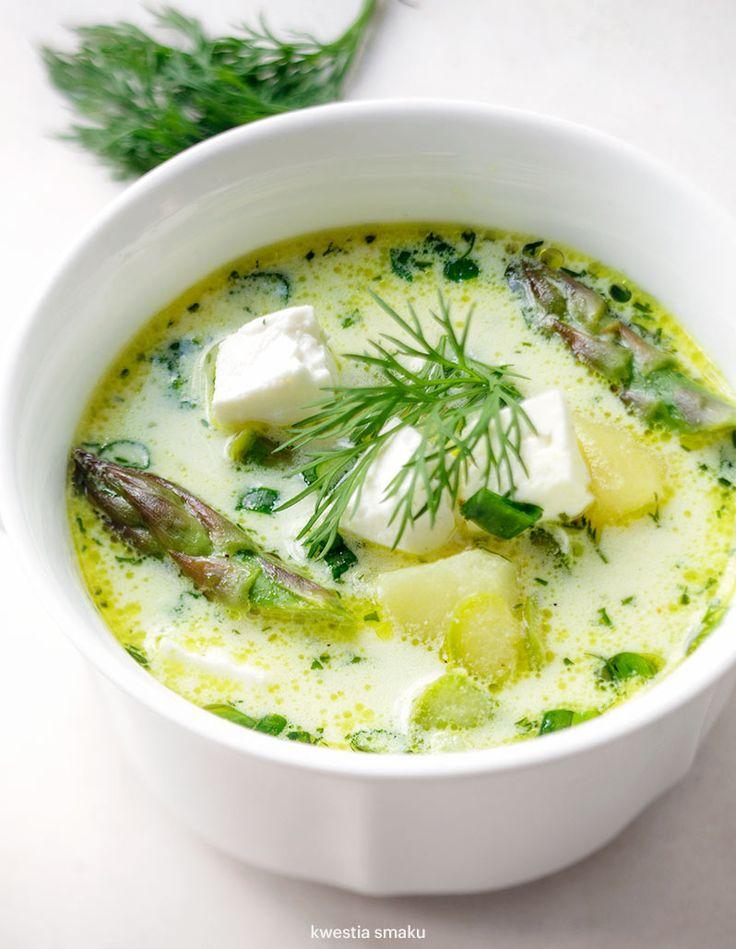 Wiosenna zupa ze szparagami, ziemniakami i fetą